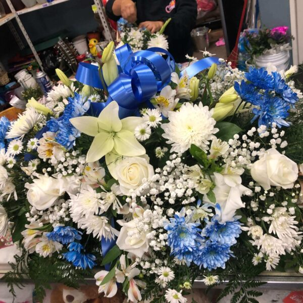 arrangement of white and blue flowers